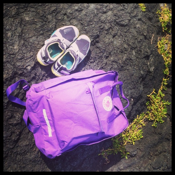 Was far from patient when it came to using the new shoes, so I brought the Base out on a little hike and hangout by the tide pools. Of course, my favorite backpack had to come along too. Kånken by Fjällräven.